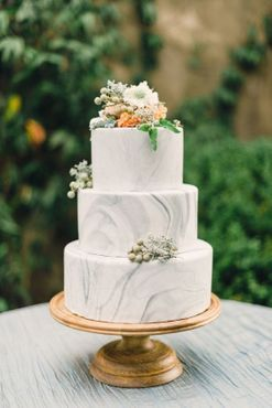 10 wedding cake trends every bride should consider (or not) for their big day