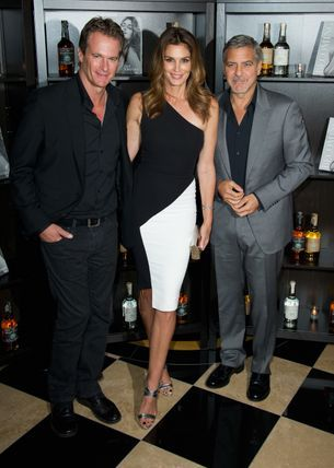 Cindy Crawford buys the apartment directly above George and Amal Clooney