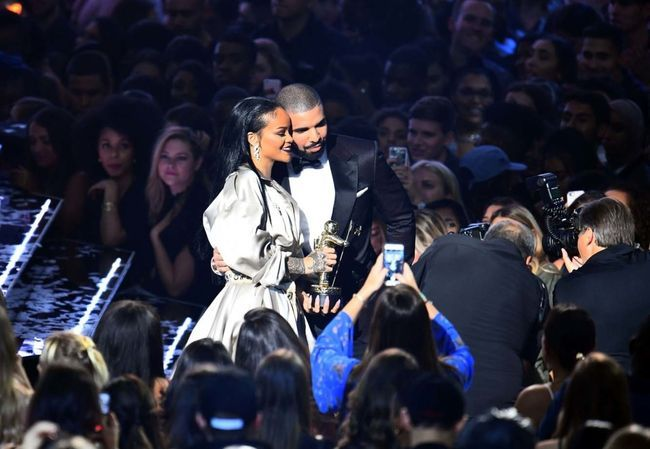 16 times drake and rihanna 39 s love was all we needed at the for Rihanna and drake matching tattoos