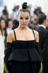 Is Hailee Steinfeld really dating Justin Bieber?