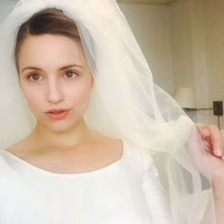 Dianna Agron weds Mumford & Sons member