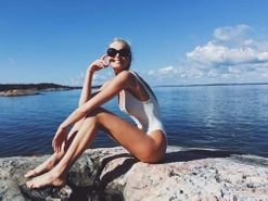 How to holiday like a Victoria's Secret model