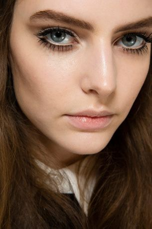 Three ways to boost your eyelashes over lunchtime
