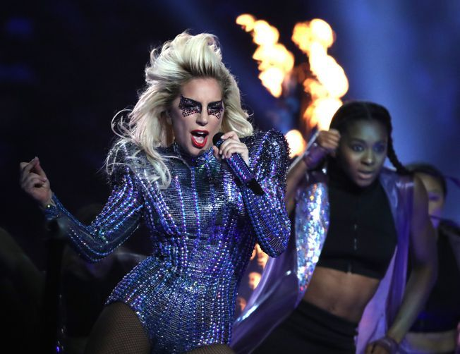Super Bowl 2017: Lady Gaga just gave a shout out to her parents during the halftime performance