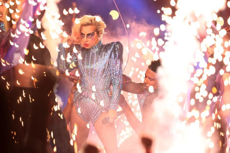 Super Bowl 2017 halftime show: Lady Gaga proves she is the Queen of the make-up quick change