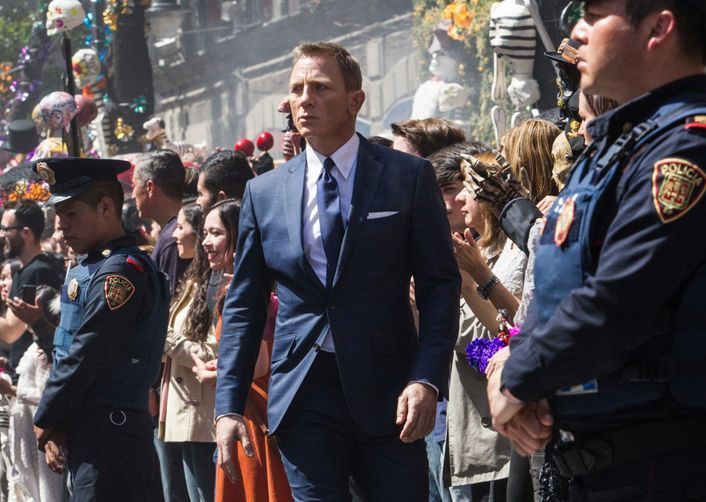 "Daniel Craig is confirmed to return as James Bond, and apologises for ""stupid"" comments"