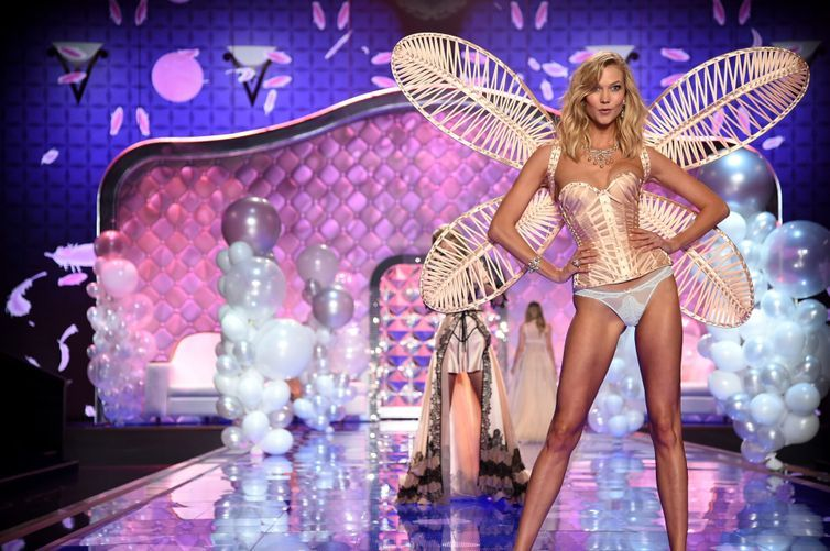 Karlie Kloss isn't walking the 2016 Victoria's Secret Fashion Show