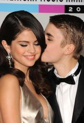 Justin Bieber and Selena Gomez are officially back together: see the first photos of them kissing