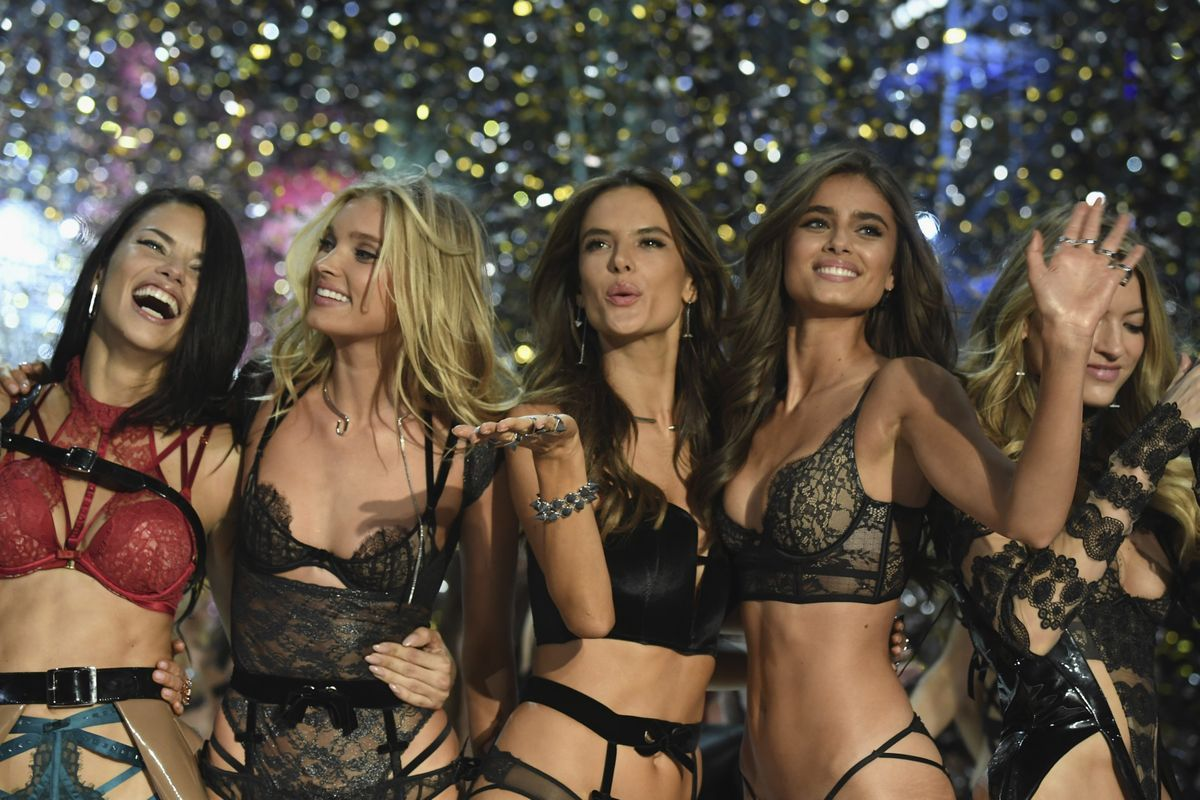 Harry Styles is reportedly dating his fifth Victoria's Secret model