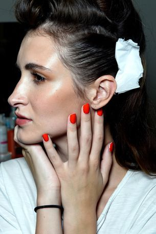 Why you should try mixing facial oil with your foundation