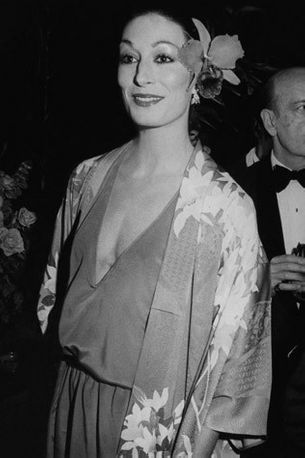 Beauty Icon: Anjelica Huston