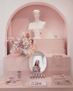 What it's really like shopping at Glossier's NYC showroom, a Vogue editor investigates