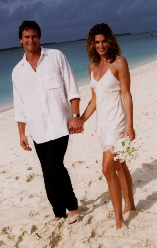 Cindy crawford throwback 16 images to remind you why her for Jill goodacre wedding dress