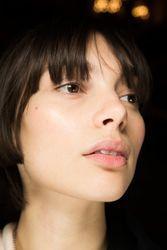 Watch: how to correctly apply eye cream