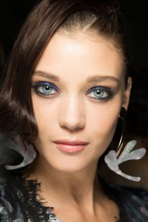 Watch: how to achieve the perfect smoky eye