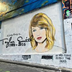 Someone in Melbourne painted a Taylor Swift memorial mural